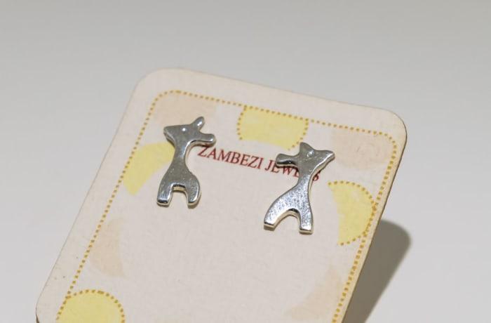 Silver earring giraffe stud
