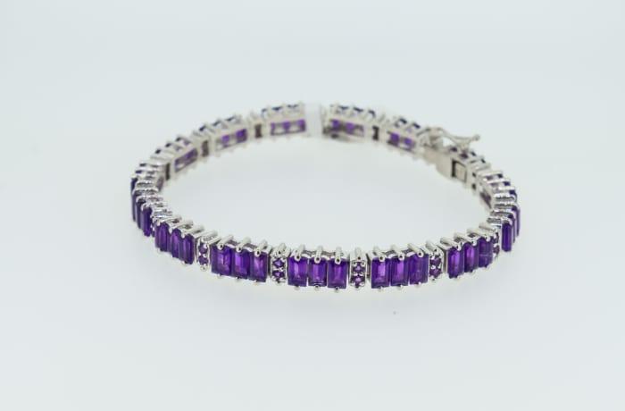 Silver linked chain with amethyst gemstones bracelet