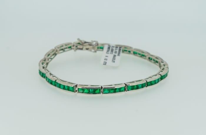 Silver linked emerald bracelet