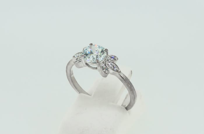 Engagement silver 7-crystal cluster ring
