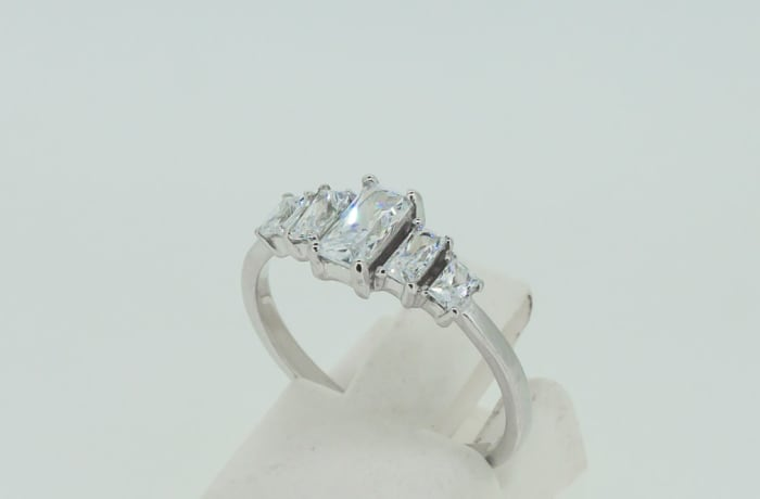 Engagement silver and 5-baguette crystals ring