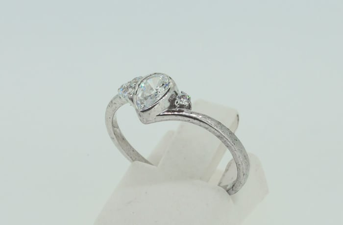 Engagement white gold 9k and pear shaped crown set swarovski crystal ring with crystals