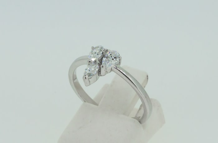 Engagement silver and 3-crystal triangle ring