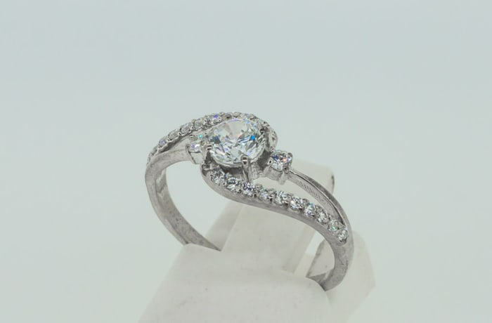 Engagement silver and round brilliant crystal split shank ring