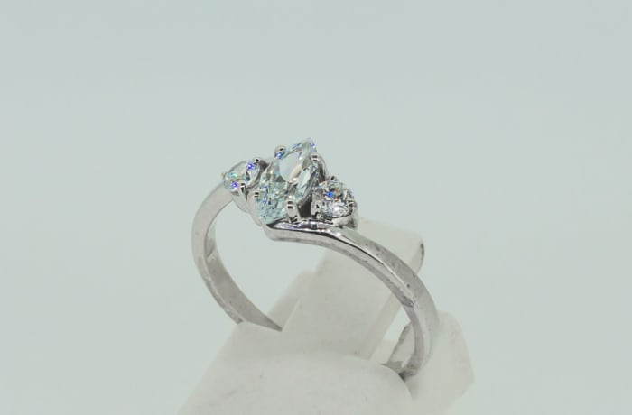 Engagement silver and 2-crystals + 1-pear cut crystal ring
