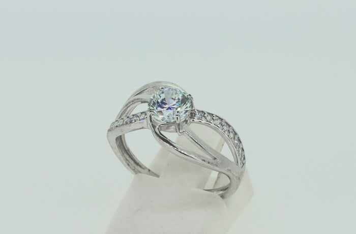 Engagement silver and crystal round brilliant ring split shank
