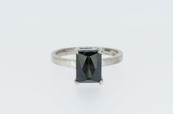 Crown set black onyx ring