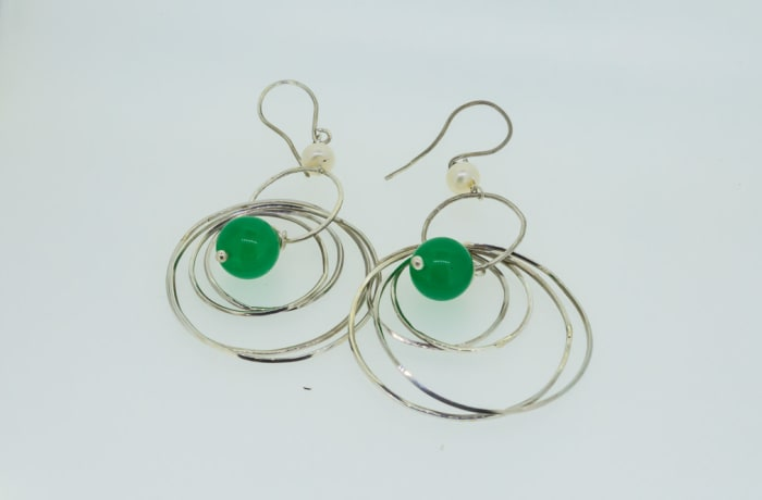 Silver earrings with malachite gemstones in concentric rings