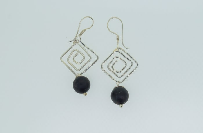 Silver square earrings with black onyx gemstones