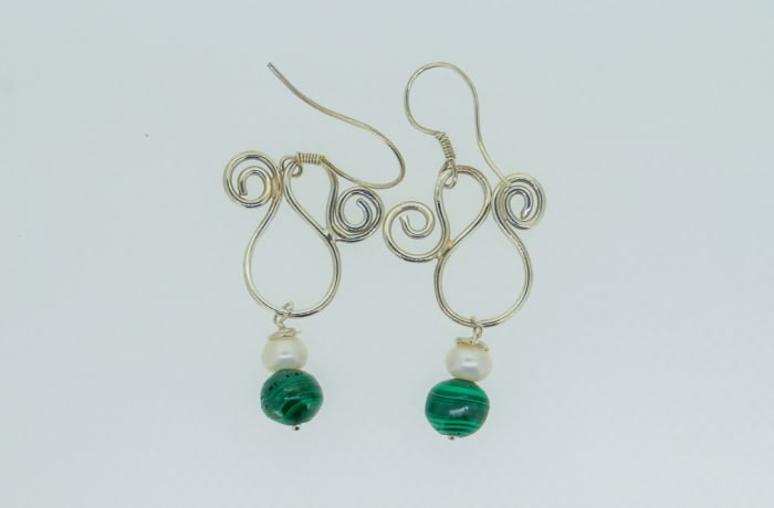 Silver earrings with pearls and malachite gemstones