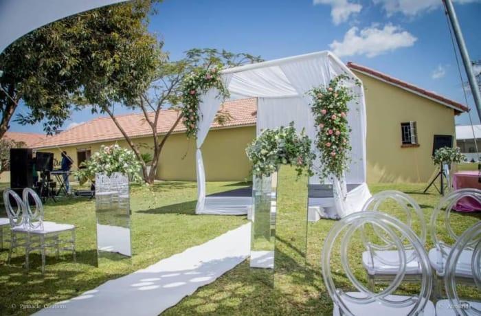 "Say ""I do"" in a beautiful outdoor garden venue image"