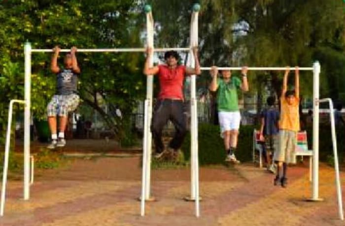 Outdoor Gym Equipment - Un Even Bars