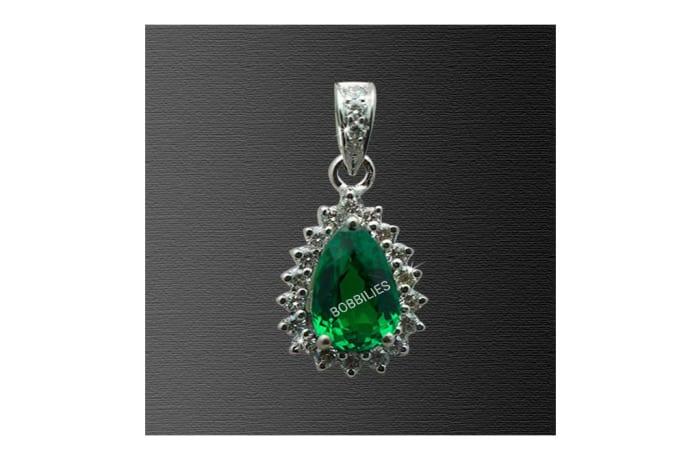Necklaces - Pendant Teardrop Emerald on Diamonds