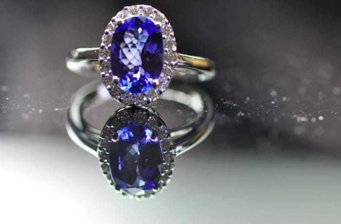 Tanzanite Oval Ring on White Gold & Diamonds