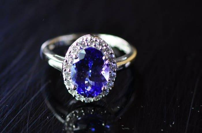 Tanzanite Ring on White Gold & Diamonds