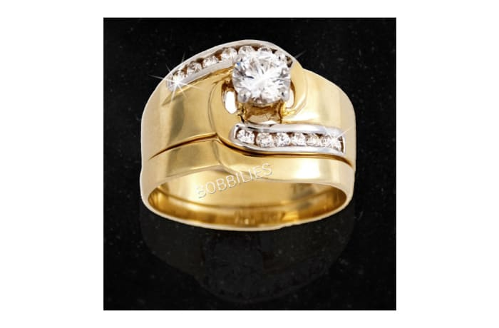 Women's Gold Wedding ring with 13 embedded Diamonds in silver