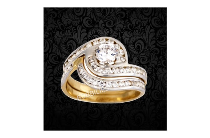 Women's Gold Wedding ring with embedded Diamond