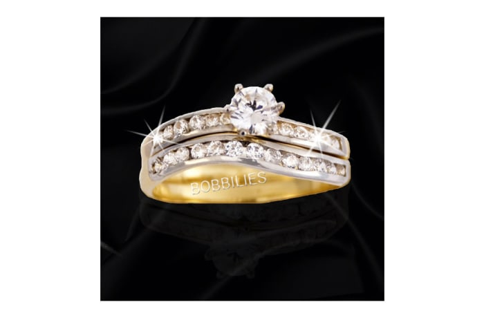Women's Gold Wedding ring with embedded Diamonds in silver