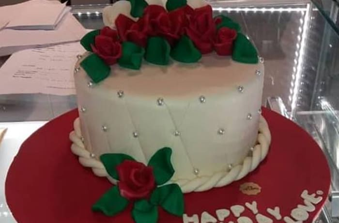 Cakes to Order - Birthday Cake with white Icing and Roses