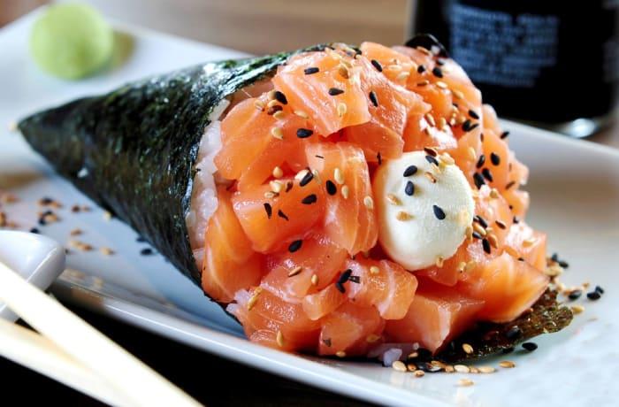 Seafoods - Salmon Temaki Sushi