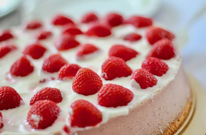 Cakes to Order - Strawberry topped Cake