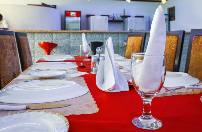 Casual dining restaurant image
