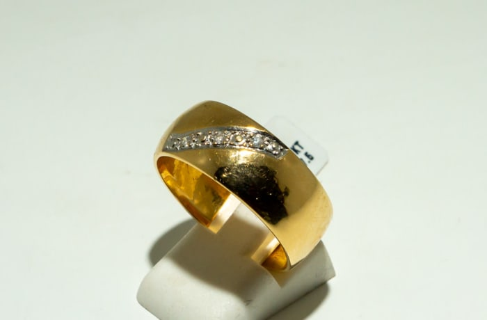 Yellow gold 18k men's wedding with paving of diamond