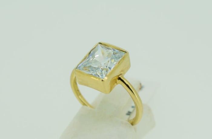 Yellow gold 9k engagement swarovski crystal ring