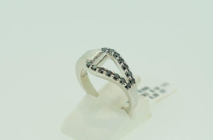 Silver 'V' split band with black diamonds ring