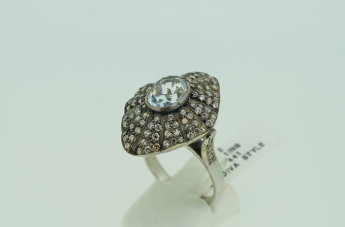 Antique style diamond and 14k gold ring