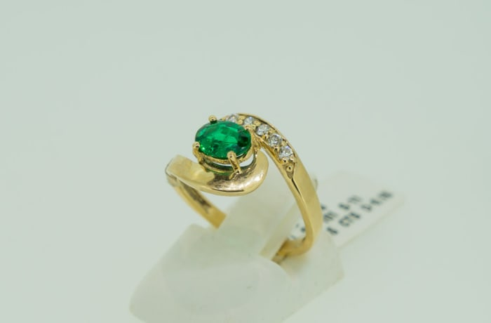 Engagement yellow gold 18k emerald and diamond tension twist ring