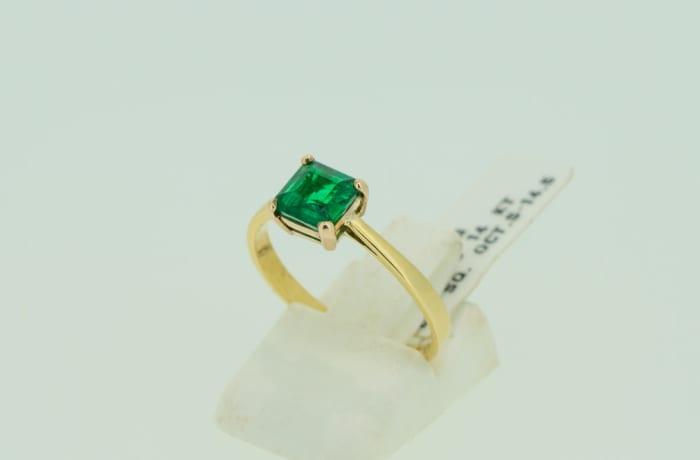 Engagement yellow gold 14k princess cut  4-pronged emerald ring