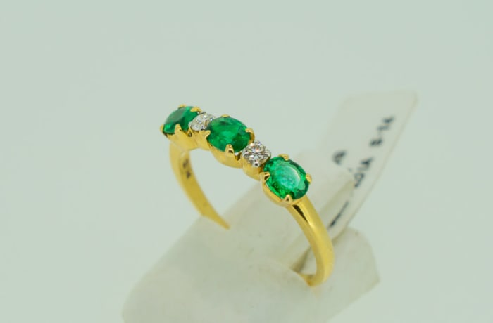 Engagement yellow gold 3-emerald and 2-crystal ring