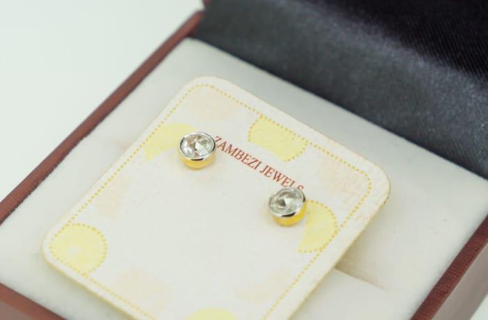 Gold 14k and diamond stud earrings