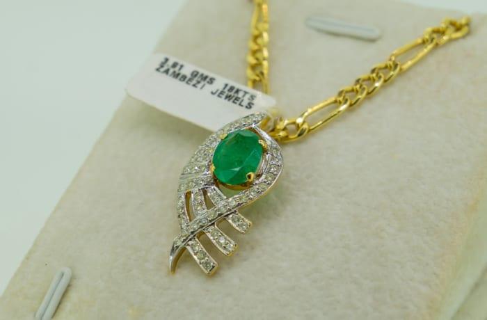 Yellow gold 18k emerald and diamond fish pendant