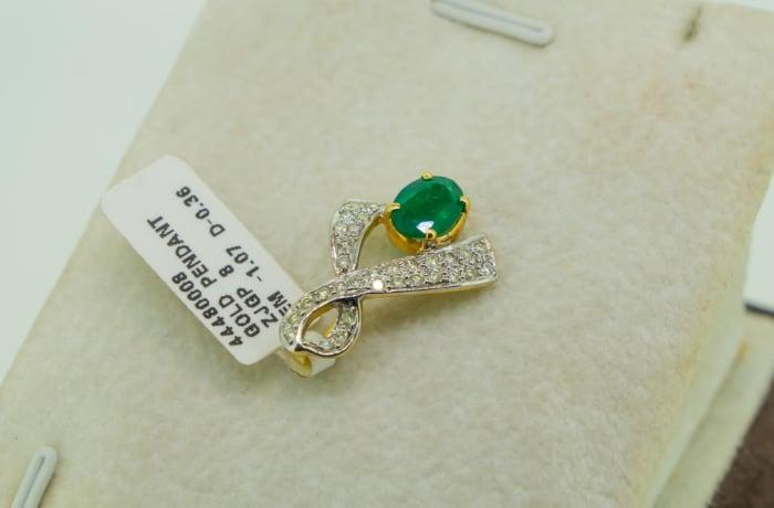 Yellow gold 18k emerald and diamond ribbon pendant