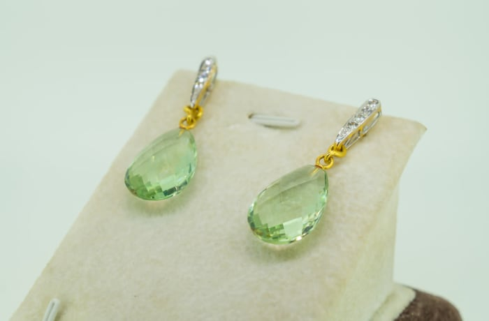 Yellow gold 18k diamond and presolite drop earrings