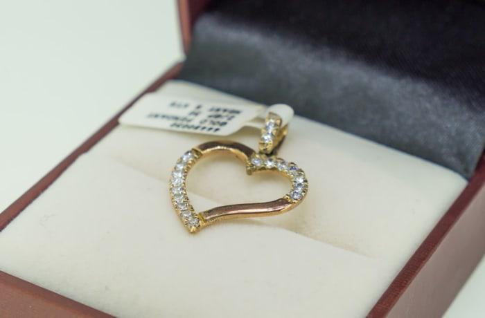 Yellow gold 9k and swarovski crystals heart pendant