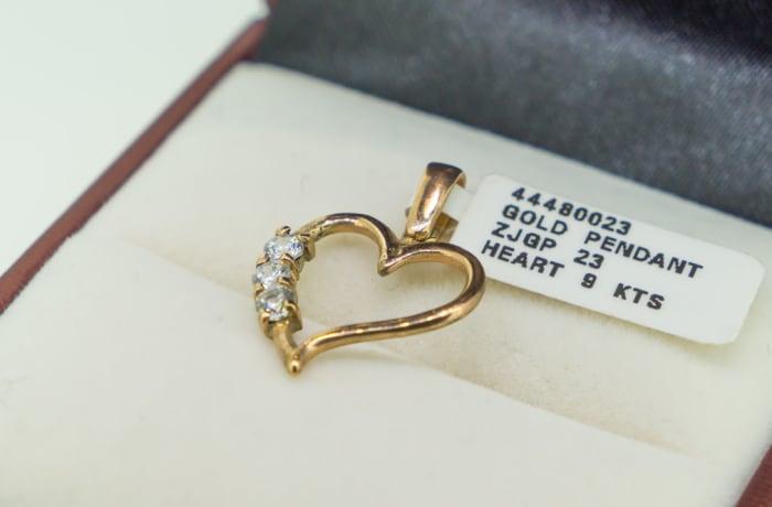 Yellow gold 9k and swarovski crystal heart pendant