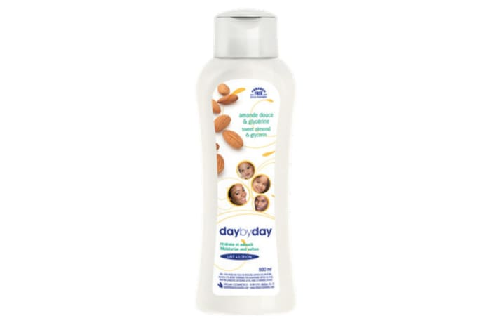 Day by Day Moisturizing Lotion with Sweet Almond & Glycerine