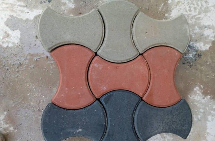 Ellipse shaped interlocking paver