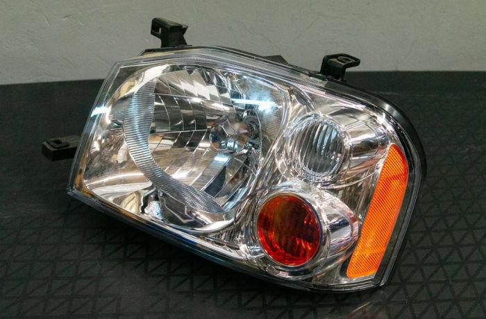 Nissan Hard Body - Head Lamp