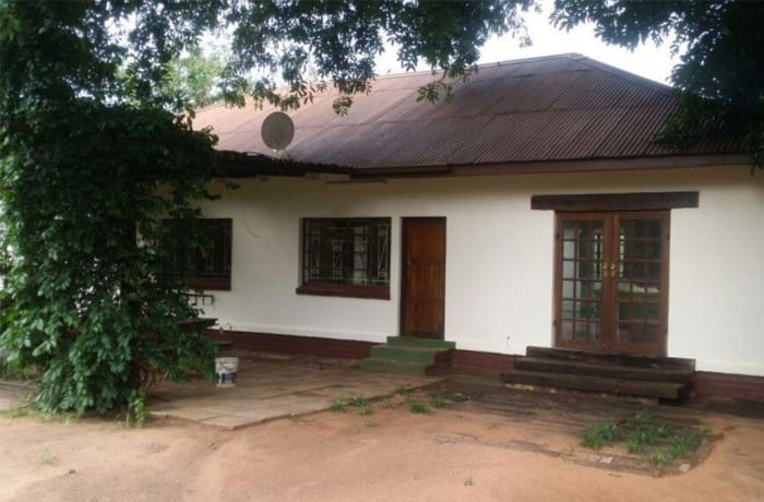 3 Bedroom House For Sale in off Airport Road, Livingstone, Southern