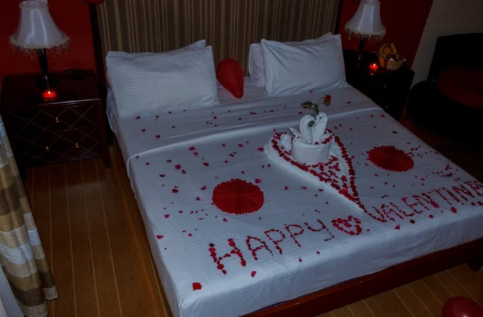 Pay for two nights and get dinner for two on Valentine's night image