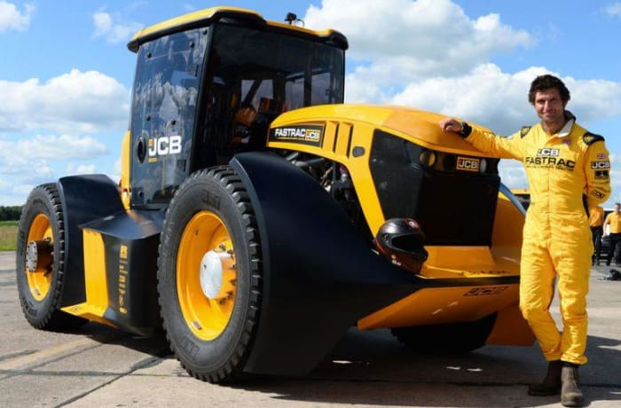 The JCB Fastrac has set a new speed world record for a tractor of 165kph image