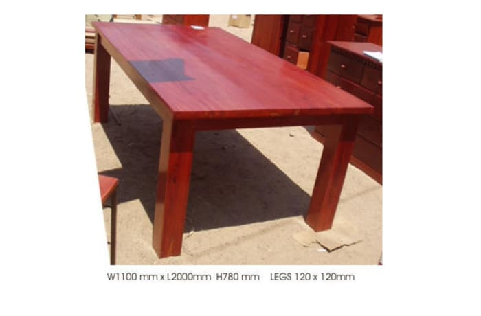 Dining table 8-seater solid
