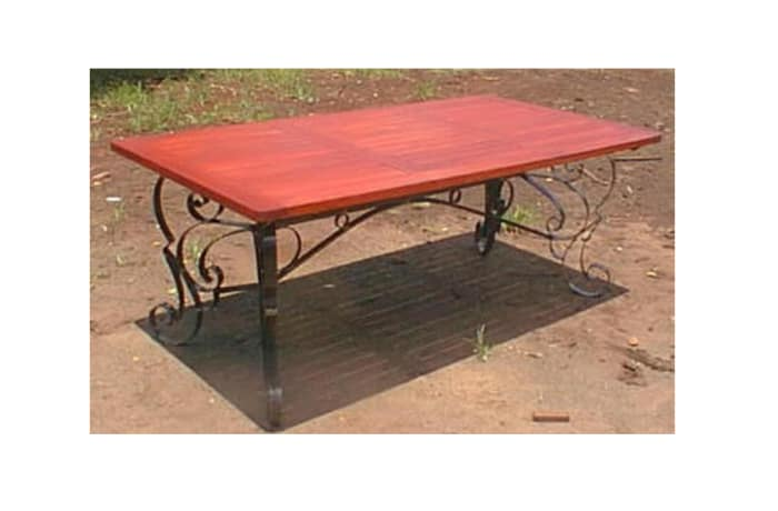 Dining table 8-seater steel trim