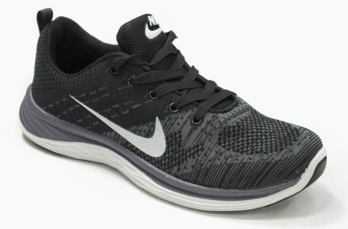 Nike - Black & white sneakers