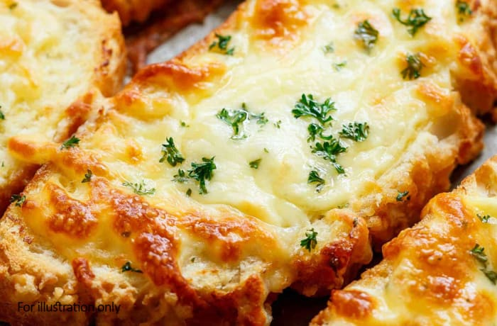 On The Lighter Side - Starters - Vegetarian Garlic Cheese Bread