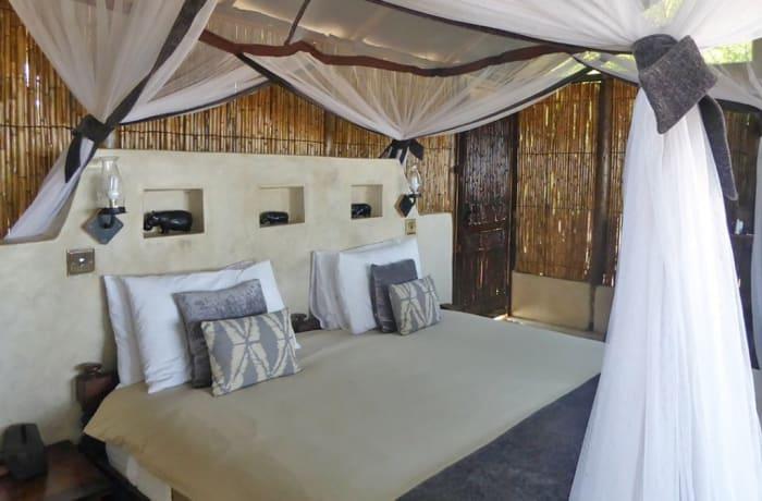 Old Mondoro Bush Camp - Bush Chalets - Lower Zambezi National Park